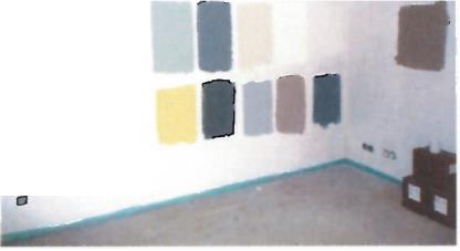 Probeanstriche der Farbtöne für die Büros: Vor allem Blauschattierungen und verschiedene Sandfarbtöne werden miteinander kombiniert  / Foto: Caparol