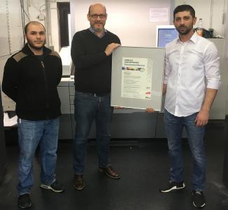Unser Foto zeigt (von links) Drucker Mahmut Yavuz, Geschäftsführer Bernd Plump und Betriebsleiter Serdal Ördek vom Medienaus Plump.
