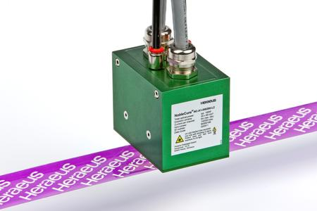 Aufgrund ihrer geringen Leistungsaufnahme, des hohen Wirkungsgrades und ihrer langen Lebensdauer können mit UV-LEDs optimale Trocknungs- und Härtungsergebnisse bei Druckprozesse erzielt werden / Bild: Heraeus Noblelight GmbH