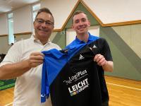 Trikotübergabe des neuen Sponsors LogiPlus bei der Tischtennisabteilung des TSV Karlsdorf am 11. Oktober 2020