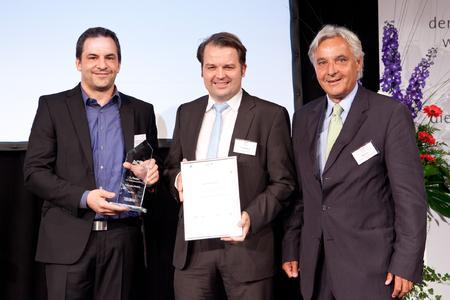 (von links nach rechts): Carsten Müller, Geschäftsführer der m2p-labs GmbH, Dr. Frank Kensy, Geschäftsführer der m2p-labs GmbH und Bert Wirtz, Präsident der IHK Aachen / Foto: GründerRegion