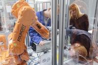 Mensch-Roboter-Interaktion in der Produktion: Ausbildung des wissenschaftlichen Nachwuchses an der Hochschule Aalen / Fotohinweis: Hochschule Aalen