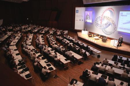 """Über 600 Experten nahmen am internationalen VDI-Kongress """"Getriebe in Fahrzeugen"""" in 2009 teil (Bild: VDI )"""