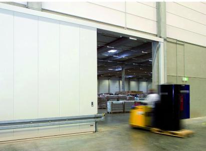 Kraftbetätigte Fenster, Türen und Tore müssen regelmäßig geprüft werden. Quelle: Teckentrup GmbH & Co. KG