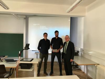 Alexander Prahl (ITK), Jonas Gößwein (Student) und Andreas Hohl (ITK) bei der ITK Student Award Verleihung an der Universität der Bundeswehr München.  Foto: Universität der Bundeswehr München