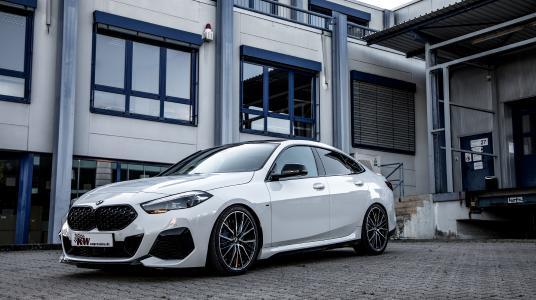 Als einer der wenigen Hersteller von Fahrwerken für BMW-Fahrzeuge mit Allradantrieb (BMW xDrive) hat KW automotive auch für das neue BMW M235i xDrive Gran Coupé Gewindefahrwerke entwickelt.