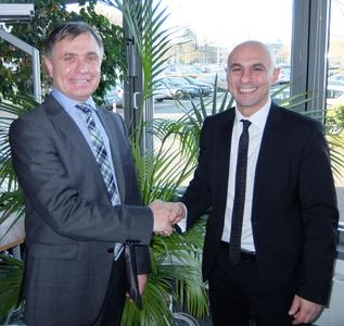 Signing of the Contract: Horst Oesterschlink (arvato Systems), Ragip Aydin (Raynet