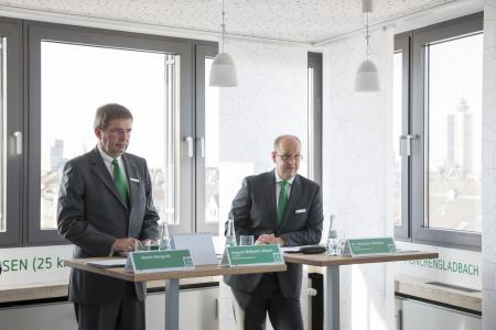 V.l.n.r.: August-Wilhelm Albert und Dr. Stephan Schmitz, Vorstände der PSD Bank Rhein-Ruhr bei der Bilanzpressekonferenz am 14.03.2017 in Düsseldorf