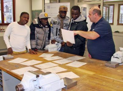 Beim Schnuppertag vor dem Kursstart hatten Interessierte die Möglichkeit zur Besichtigung der Ausbildungswerkstatt und Informationen vor Ort direkt von den zuständigen Ausbildern.