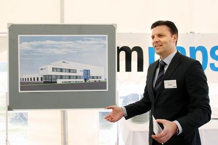 ebm-papst Landshut Geschäftsführer Stefan Brandl beim Spatenstich für das neue Logistikzentrum