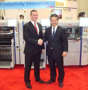 Jason Spera von Aegis und den Präsidenten von Yamaha Motors