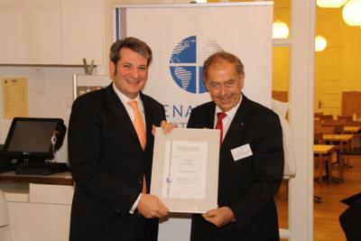 Überreichung der Senatoren-Urkunde an Simon Löffler durch Prof. Dr. Franz Josef Rademacher