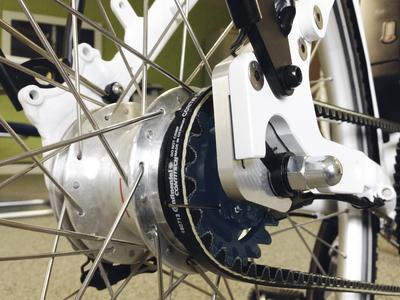 The CONTI® DRIVE SYSTEM, which replaces the chain in bicycle drives, requires only low timing belt pretension, which means that the torque sensors required for motor control can be used more effectively in comparison with other systems comprising drive belts (Photo: IDbike)