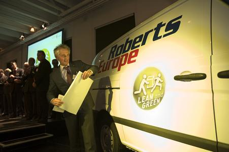 Lean & Green Award ceremony October 2008 (Mr. Bouwer, Energy Transition Director of the Ministry of Economic Affairs, revealing the Lean & Green logo on a Roberts Europe van.