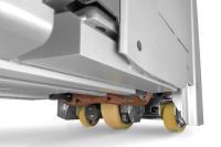 Das 5-Rad Fahrwerk sorgt für eine besonders angenehme Dämpfung für den Fahrer sowie beste Traktion. Unterstützt wird dies mit einem mittigen Antriebsrad und seitlichen gefederten Stützrädern, Fotos: STILL GmbH