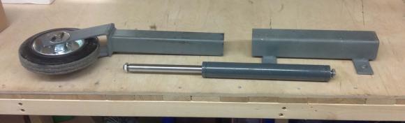 Industriegasfedern von ACE in der Rollenkonstruktion für noch leichteres Öffnen und Schließen des Holztors