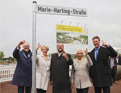 "Espelkamp's mayor Heinrich Vieker (middle) unveiled with entrepreneurial family Harting the new street sign for the ""Marie-Harting-Strasse"""