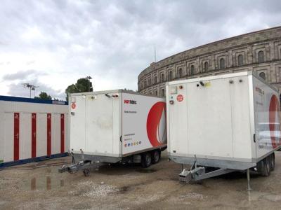 Insgesamt elf mobile Heizzentralen kamen zum Einsatz um die Sanitäranlagen mit ausreichend Warmwasser zu versorgen. (Bildquelle. Hotmobil Deutschland GmbH,)