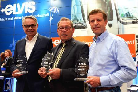 Dr. Norbert Leven, Geschäftsführer Karl Schnug Kraftwagenspedition, Reinhard Winkelsträter, Geschäftsführer Net Cargo, und Josef Massong, Geschäftsleitung Massong, wurden auf der transport logistic mit dem Quality Award von ELVIS ausgezeichent / Foto: ELVIS AG