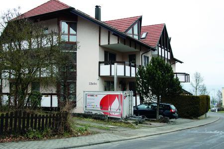 Eine mobile Heizzentrale von Hotmobil überbrückte die Versorgung mit Warmwasser und Wärme während der Installationsphase des neuen Heizkessels in einem Mehrfamilienhaus im Konstanzer Ortsteil Wallhausen