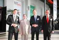 Actebis und NT plus-Geschäftsführung mit  dem Stadtdirektor von Bochum, Paul Aschenbrenner