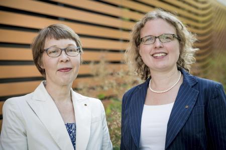 Gisela Eickhoff (left) and Ulrike Upmeyer celebrate the award