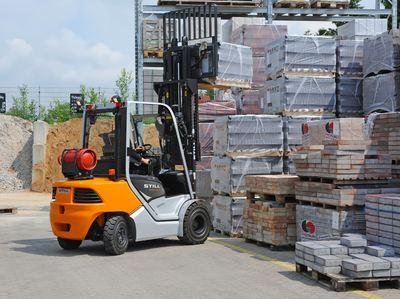 Neuer STILL Dieselstapler der Baureihe RC 40 mit Tragfähigkeit von 1,5 Tonnen im Außeneinsatz
