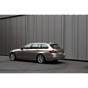 BMW 5 Series Sedan and BMW 5 Series Touring win 2011 iF
