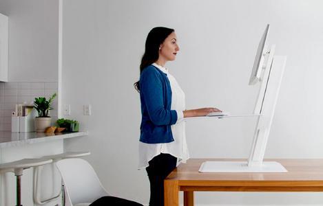 Höhenverstellbare Steh Sitz Tische für gesünderes Arbeiten