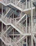 Eine vertikale Treppenkonstruktion dient der Erschließung und ist die vertikale Fußgängerzone des Hauses / Foto: Rory Gardiner