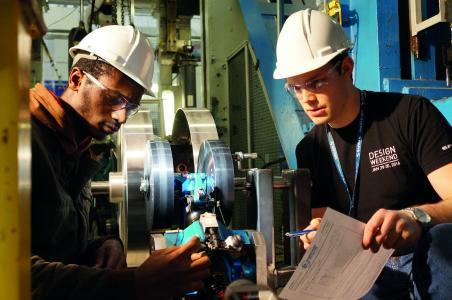 Das Ryerson's International Hyperloop Team konzentrierte sich mit seinen sechs Teammitgliedern auf ein Subsystem der Kapsel: Das Hyperloop Deployable Wheel System