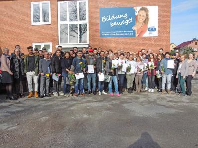 Absolventinnen und Absolventen der DAA Holzminden