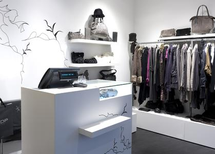 Odyssé II in a DDP Woman store in Chartres (France) – (graphite base and black piano clips)