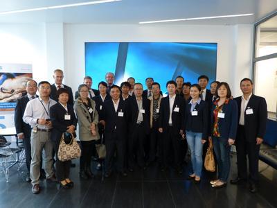 Auch eine chinesische Delegation mit 20 Teilnehmern informierte sich über moderne Schweißtechnik bei CLOOS