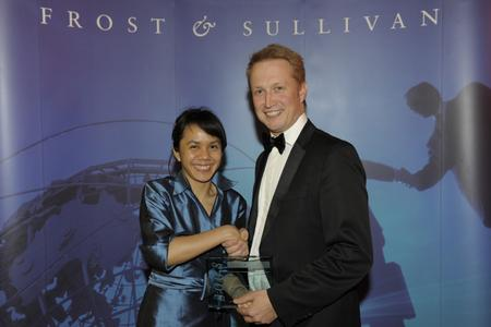 Frau Sharifah Amirah, Research Manager, Information & Communication Technologies, Frost & Sullivan und Herr Geir Langfeldt Olsen, President, Europe, Middle East and Africa (EMEA)
