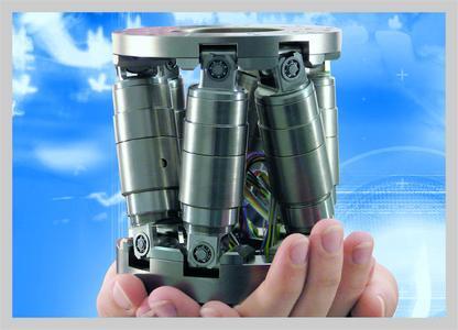 Der kompakte M-810 ist kleiner im Durchmesser als eine CD, bietet aber große Stellwege in 6 Achsen und exzellente Positionsauflösung
