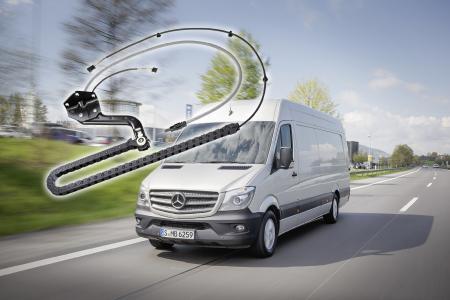 Das korrosionsfreie Gesamtsystem für die Daimler AG gewährleistet eine dauerhafte Bestromung der Schiebetür, hat eine lange Lebensdauer und ist wartungsfrei