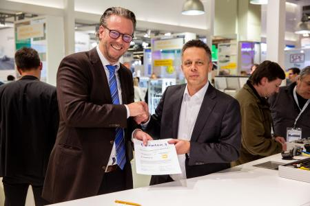 The HARTING Technology Group and Expleo Germany GmbH concluded a cooperation agreement at the SPS Trade Fair 2019 in Nuremberg. The picture shows (from left) Philip Harting, Chairman of the Board of the HARTING Technology Group, Peter Seidenschwang, Head of Industry at Expleo Germany GmbH