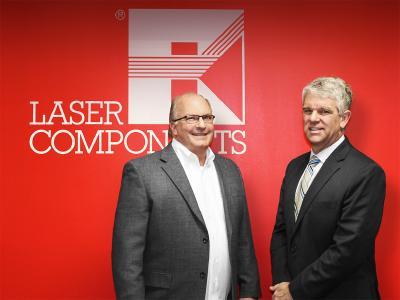 Matt Robinson (r.) übernimmt die Leitung der LASER COMPONENTS USA, Inc. von Gary Hayes