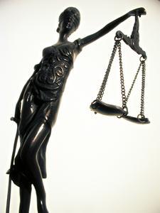 Vor Gericht ist es von Vorteil, im Recht zu sein / Bild: iStock