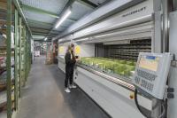 Auf nur 20 m2 Lean-Lift® Stellfläche sind mehr als 52.000 Kfz- Kleinteile vor Licht, Staub und Schmutz geschützt untergebracht.