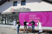 Umweltprojekt Bienenpatenschaft startet im Winter v.l. Corinna Eder, Thomas Kluge, Geschäftsführer Harald Wimmer, Lucie Goller