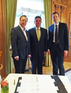 H.-U. Knipps (Owner Arkadon), D. Voigt (MD Arkadon), M. Moeller (CEO arvato Systems)