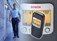 Bosch Sicherheitssysteme präsentiert den neuen PS-Pager (Personal Security Pager) alsinnovatives und kompaktes Mobilgerät. Es vereint zwei Produkte in einem und verbindet die Schutzfunktion eines persönlichen Notrufgeräts mit dem Komfort eines Sprach-Pag