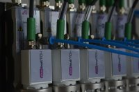 Linking of several piezobrush® PZ3-i single units for larger treatment widths.