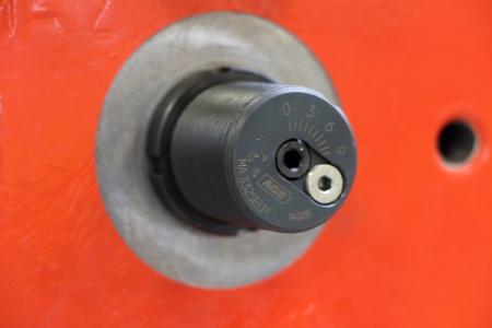 Detail des von der Doedijns Group International (DGI) konstruierten Aktors mit integriertem, einstellbaren ACE Industriestoßdämpfer für ein Kompressorpaket einer Erdgasraffinerie / Bildnachweis: ACE Stoßdämpfer GmbH und Doedijns Group International (DGI)