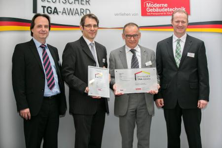 (from the left): Dr Matthias Schmitt from Zentralverband Kälte Klima Wärmepumpen e. V., Christian Bressel and Klaus Rauer from the Rauer Planung engineering firm, and Dr Armin Walz from BITZER at the award ceremony