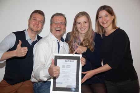 Teamleistung: Erfolgreiche ISO-Zertifzierung der velixX GmbH, Mannheim