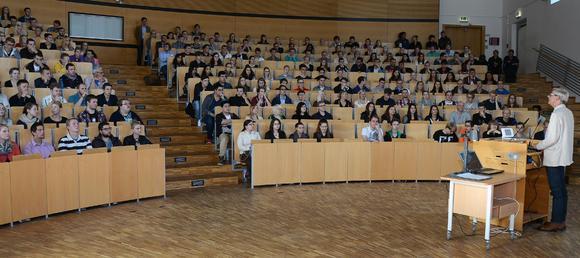 350 HLA-Schüler auf dem Campus