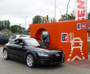 """Die Volksbank BraWo bietet ihren Kunden mit """"Geldautomaten-Kuben"""" dort Bargeld, wo sie es benötigen: an Parkplätzen zum Beispiel in der Nähe von Einkaufszentren und Gewerbegebieten"""